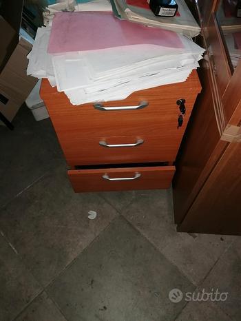 Scrivania ufficio con cassettiera
