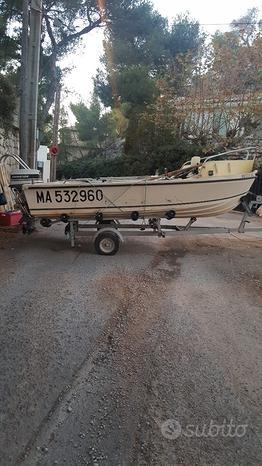 Barca con motore e carello