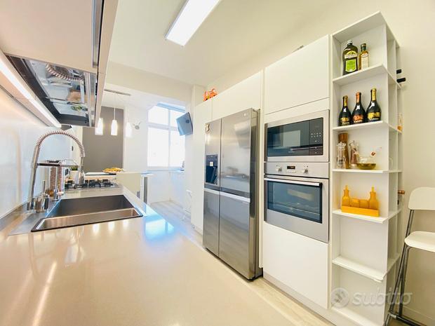 Cucina Lube bianca moderna lineare completa