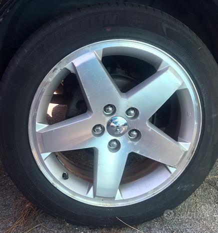 Dodge cerchi in lega 215 55 18 pneumatici Michelin