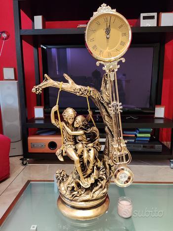 Statua con orologio