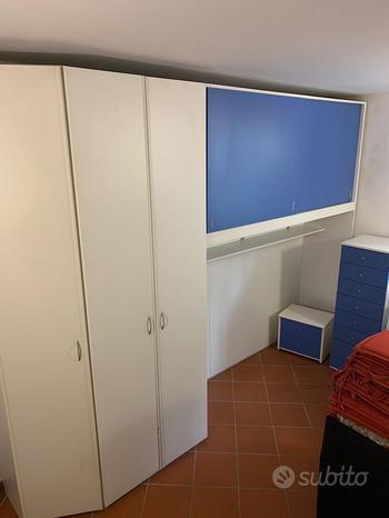 Camera completa di cassettiera e comodino