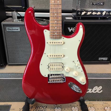 FENDER Deluxe Stratocaster HSS Candy Apple Red