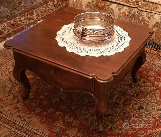 Tavolino quadrato, in stile