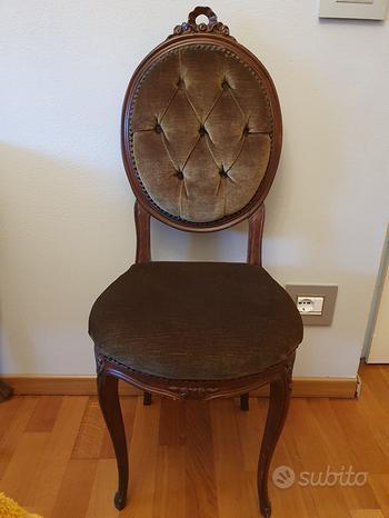 Sedia in velluto e tavolino da salotto