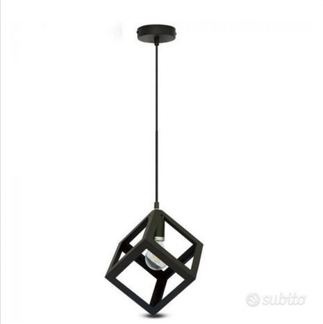 Lampadario a sospensione in metallo nero