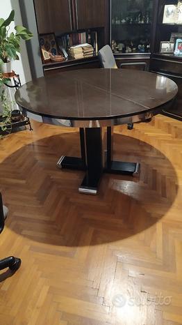 Tavolo rotondo allungabile con finiture in metallo