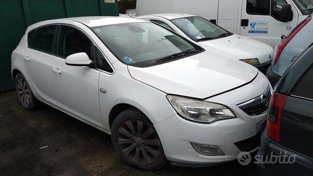 Pezzi di ricambio Opel Astra J anno 2010
