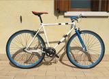 Citybike ibrida con telaio da corsa scatto fisso