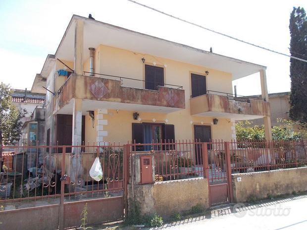 Villa singola 2 livelli, fronte Villaggio Coppola