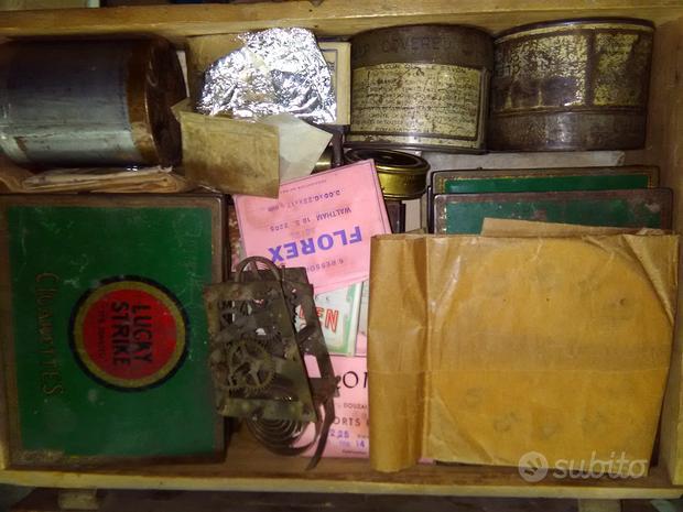 Cassetta con vecchio materiale da orologiaio