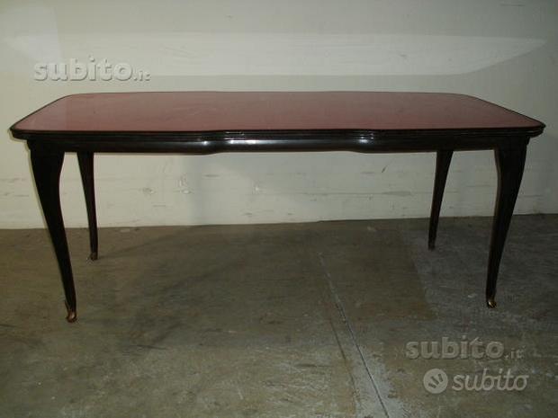 Tavolo legno modernariato. Piano vetro bordeau