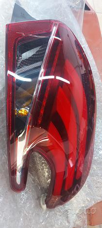 Peugeot 208 faretto posteriore fanalino stop luce