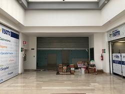 """Negozio presso Centro Commerciale """"Le Risorgive"""""""