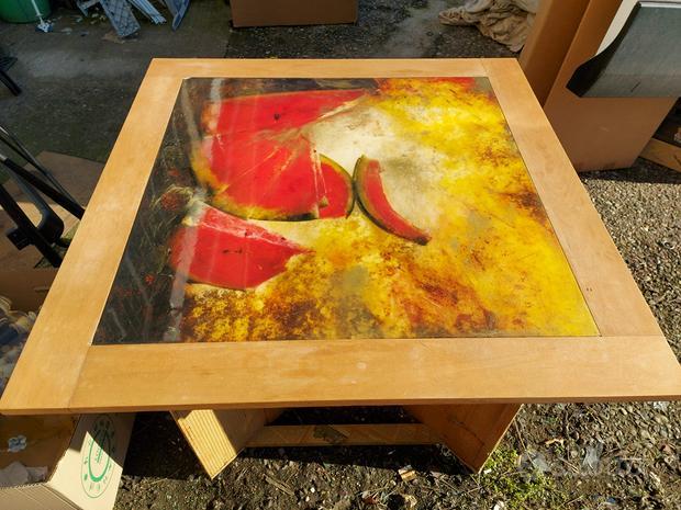 Tavolo quadrato design legno con figura centrale