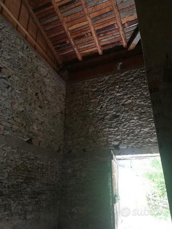 Magazzino tetto nuovo Pila valle d'Aosta