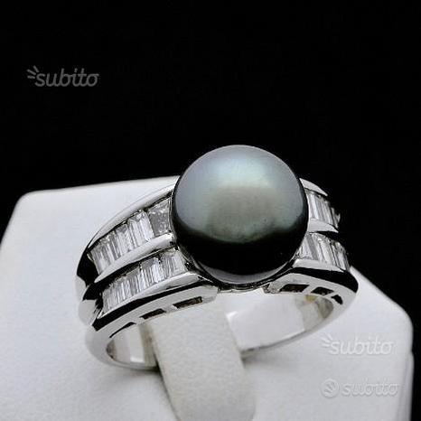 Anello in oro 18kt perla di tahiti e diamanti 0.96