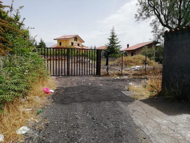 Nicolosi terreno edificabile rif 220